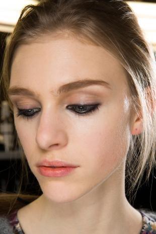 Макияж для русых волос и серых глаз, макияж глаз карандашом