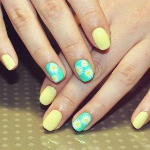 Рисунки ромашек на ногтях, желто-зеленый маникюр с ромашками
