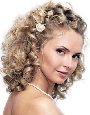 Свадебные прически с цветами, свадебная прическа с художественными локанами на средние волосы
