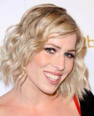 Цвет волос холодный блонд, модная прическа для вытянутого лица
